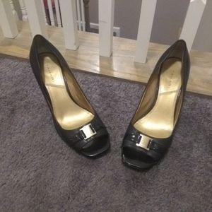 Tahari shoes